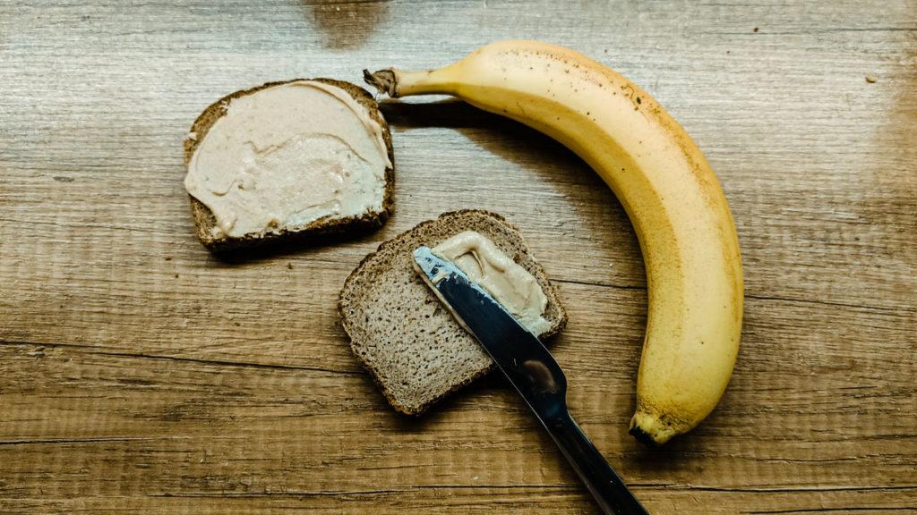 ulmastyle: Kanapka z masłem orzechowym i bananem